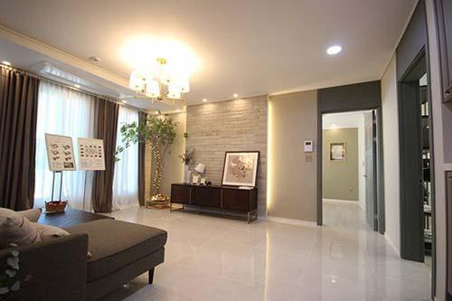 saloon abierto de diseno con suelo de marmol