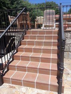 Construcción de escalera para acceder a terraza.