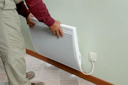 Colgar el radiador en la base de su soporte.