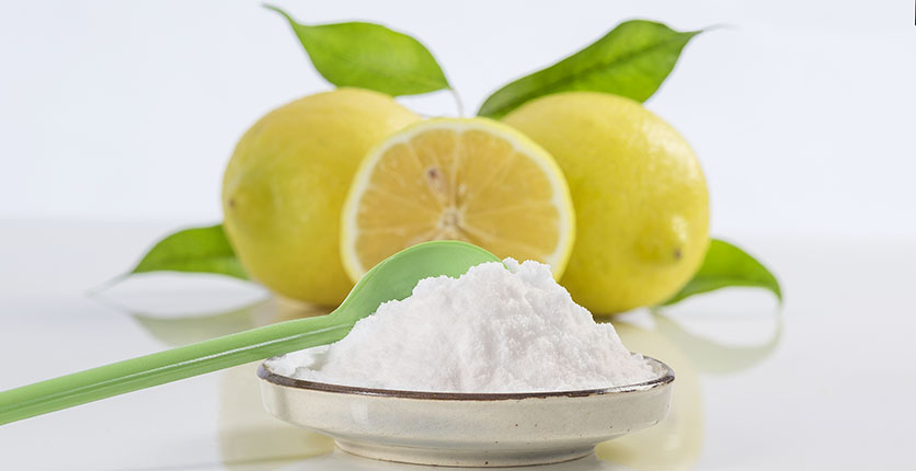 Limpiar el frigorífico con bicarbonato de sodio y limón.