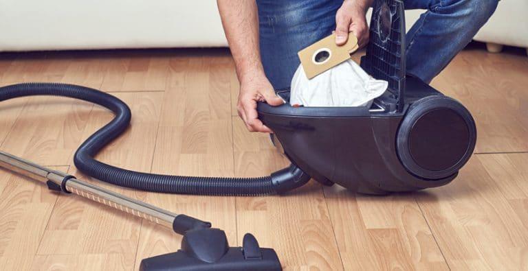 Come pulire l'aspirapolvere in 4 mosse.