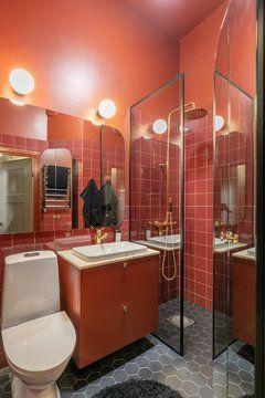 PINTORES EN COLMENAR VIEJO. Baño pintado en rojo anaranjado en Colmenar Viejo