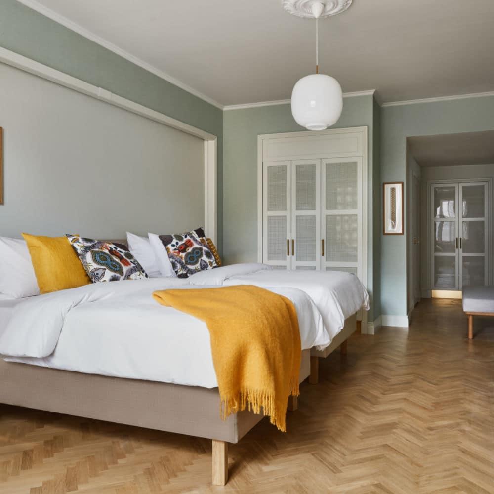 Dormitorio pintado en verde en Collado Villalba