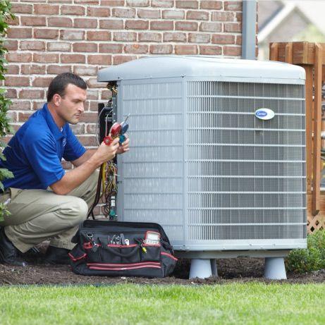 profesionales instalando aire acondicionado